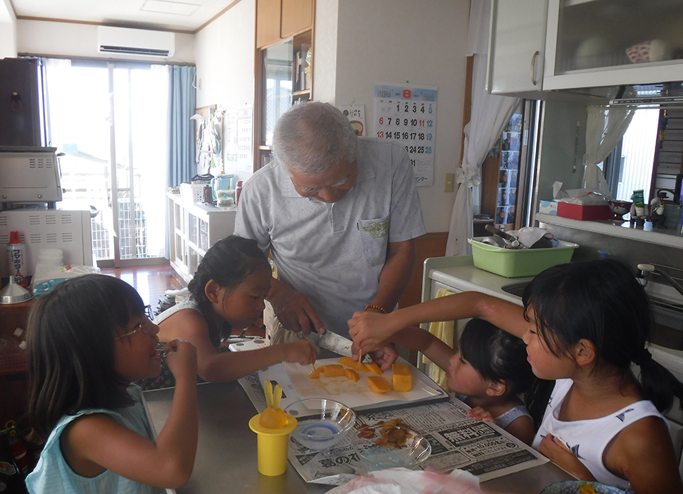 沖縄生活体験 民家訪問&お菓子(サータアンダギー)作り